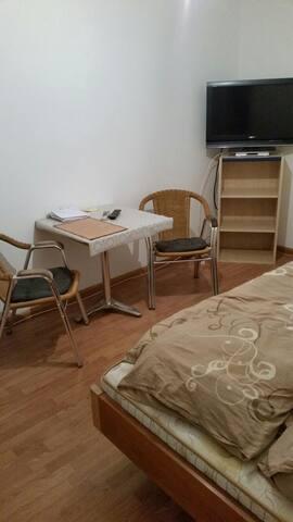 Gemütliches Zimmer für eine Person.