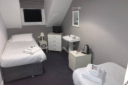 Twin Room in Town Centre Serviced Accommodation