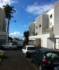 Bel appartement à Champ Fleurie vue mer - Sainte Clotilde - Apartment