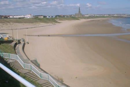 Tynemouth Beach Apartment - 2 min walk to beach