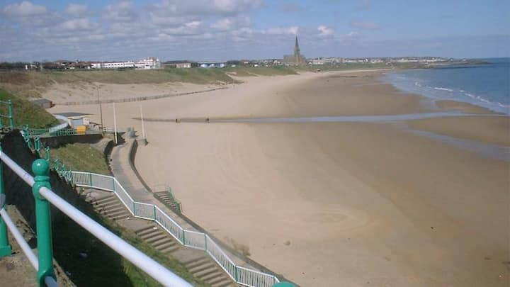 Tynemouth Beach Apartment - 2 min walk to beach