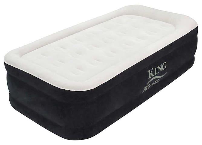 Sleep on The Clouds (Luxe Air Mattress/Memory Foam