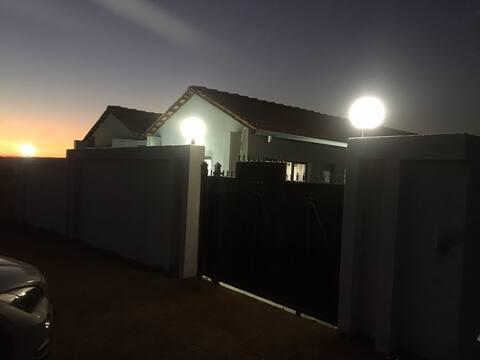 Rosy T Guest House, via Baviaanspoort to Zambezi