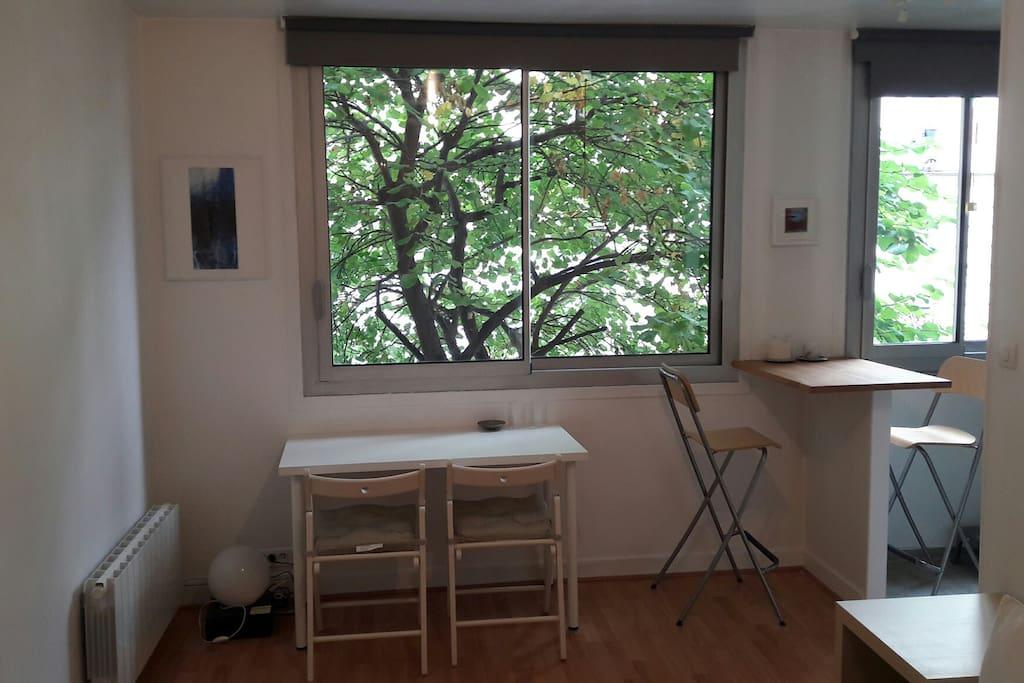studio moderne canal st martin avec ascenseur appartements louer paris le de france france. Black Bedroom Furniture Sets. Home Design Ideas