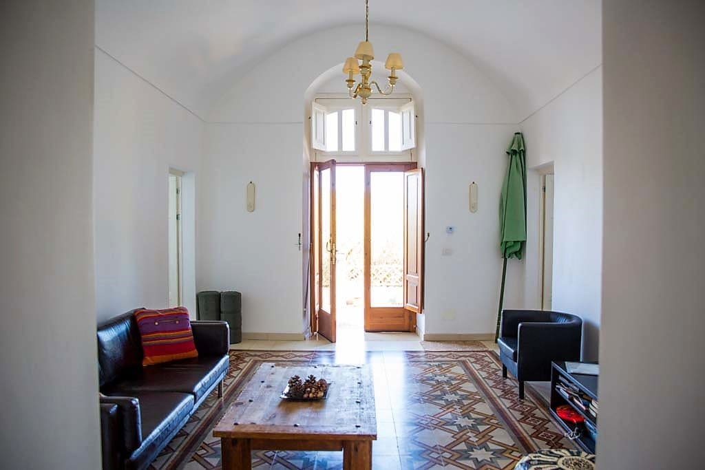 Experience the feeling of space with the super high, curved ceilings, typical of Gargano style. The welcoming, double door leading out onto the patio with views over the olive grove.