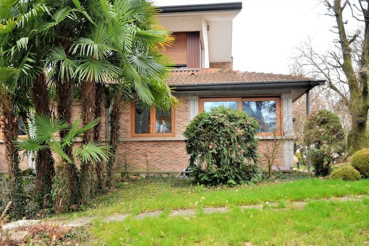 Nearby Padua: cottage with large private park