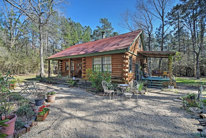 Charming 3BR Clinton Cabin w/Countryside Views