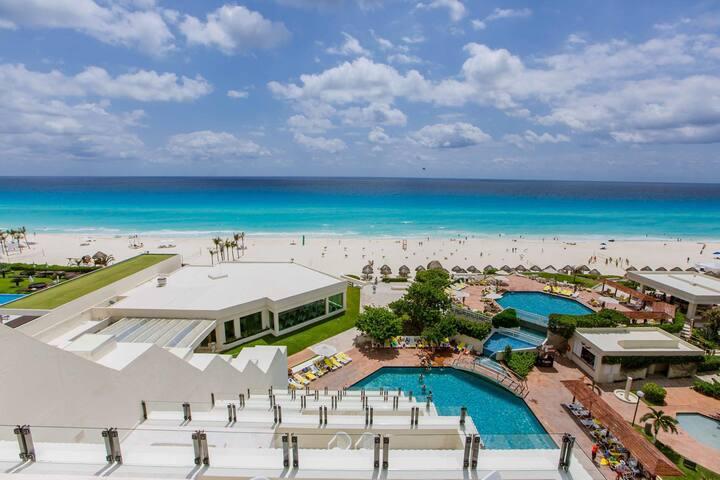 Deluxe Apartment in Ocean Front Hotel Complex