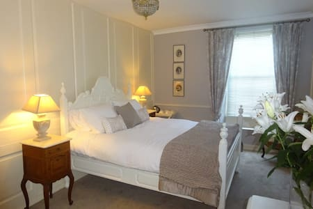 Lindmar House - Middleham - Bed & Breakfast