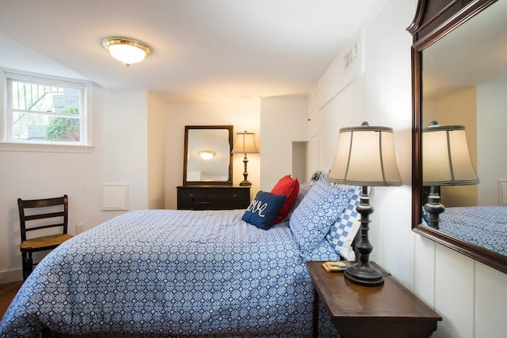 Heart of Georgetown charming apartment!