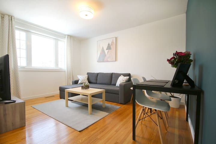 ★ Cozy Wolseley Apt ★ Central & Newly Renovated
