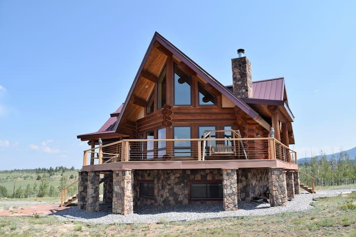 Bella Vista- a magnificent log home that sleeps 11