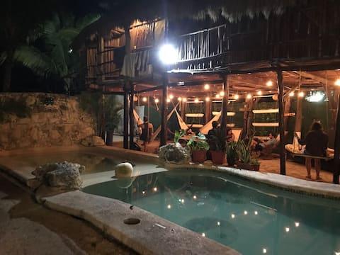 Gastello Inn Tulum - Habitación Triple para 6 PAX