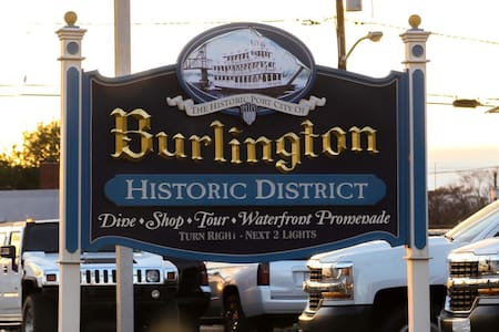 Private condo in historic home gym, laundry+extras - Burlington - Kondominium