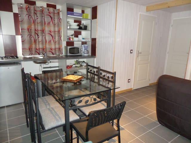 chalet confort pour 4 à 6 personnes - Villeneuve-les-Genêts - Chalet