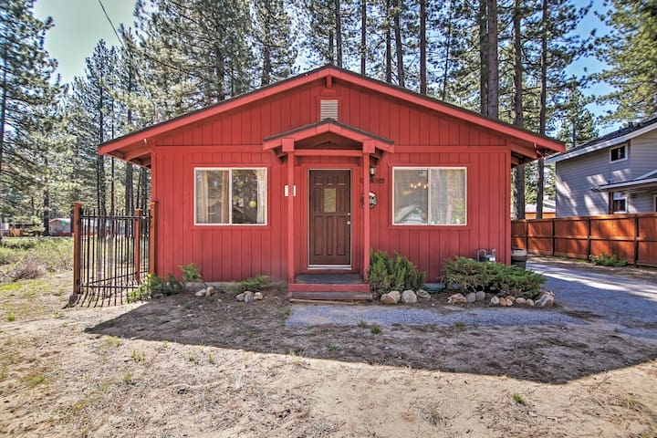 South Lake Tahoe Cabin w/Fireplace, Dog Run & Central Air Conditioning!