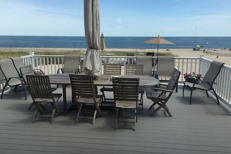 New Oceanfront 6BR Home with Private Beach - Point Pleasant Beach - Dům
