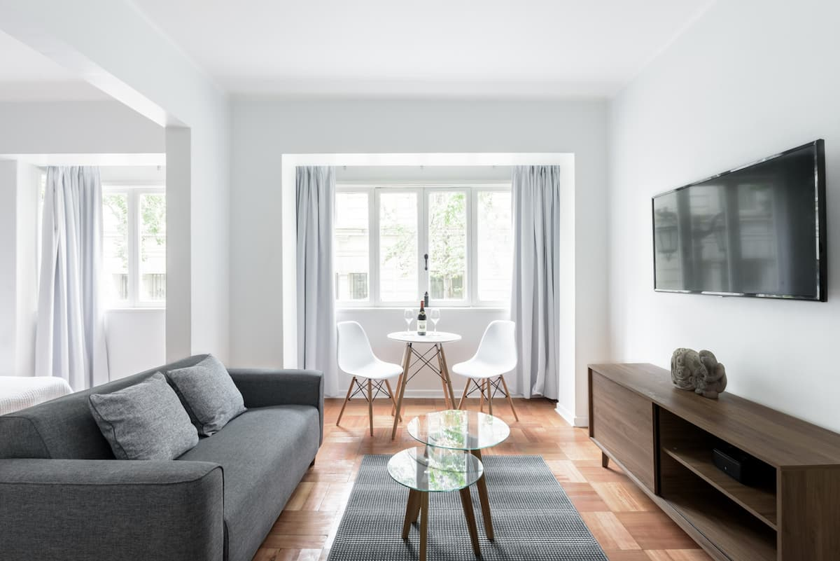 Three Quarters Off Central Beautiful, Renovated Apartment