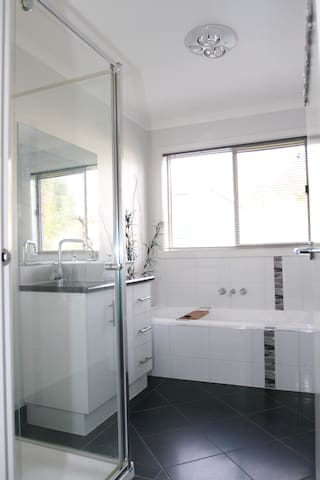 Modern House - Double BED - Long Term Stay