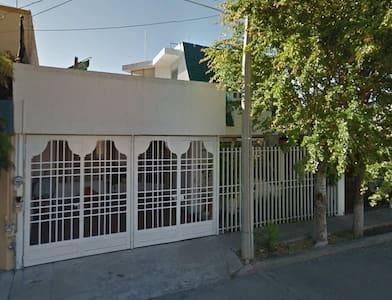 Amplia y acogedora casa - Aguascalientes - Дом