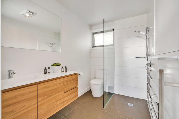 5 star style, quiet, private and secure, new unit
