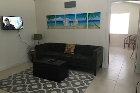 Cottage by the Sea - Delray Beach