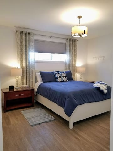 Enjoy a great night sleep in this comfy queen bed.