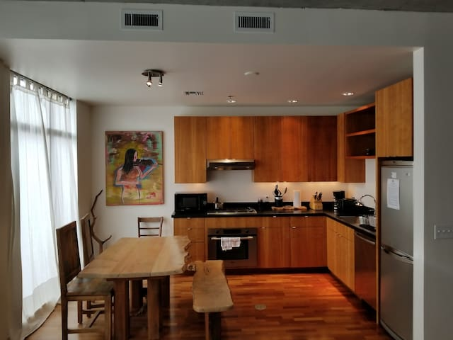 Artistic Oak St Third Floor Condo in the Heart of Downtown Hood River