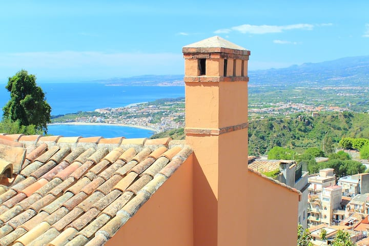 Villa in Taormina with Etna and sea view