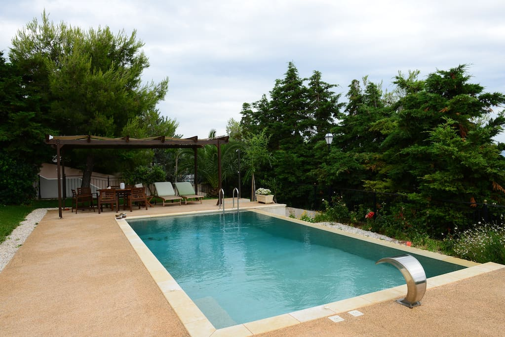 Pool, terrace and garden 2