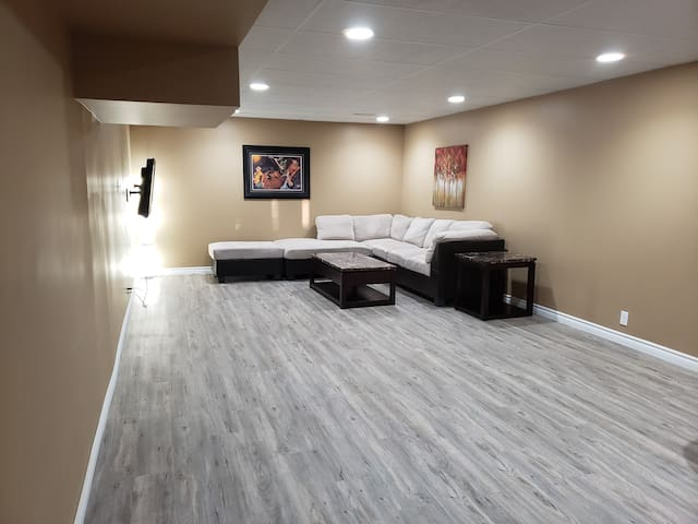 Large Luxury Basement Unit with full kitchen