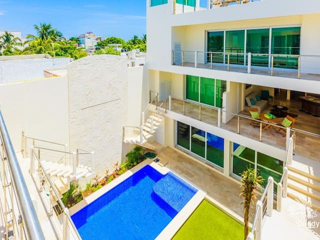 BRAND NEW 1 BR Condo! Walk to Beach Bars & Food