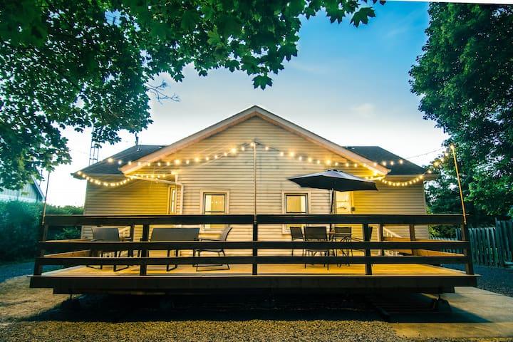 Chardonnay Cottage EnSuites: NOTL Boutique Getaway