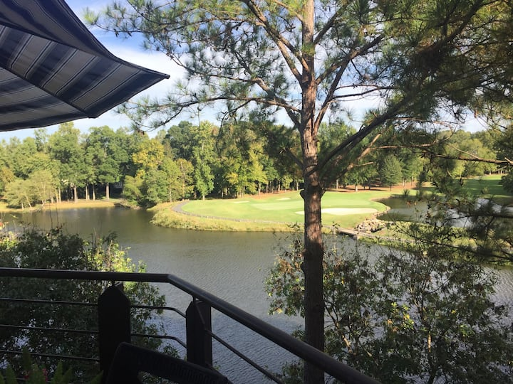 Golf Course Overlook - Sleeps 6