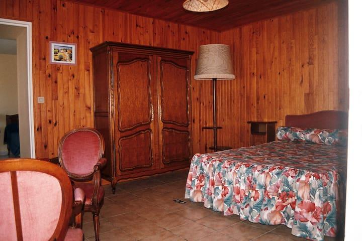 Chambre 1, 1 lit en  140