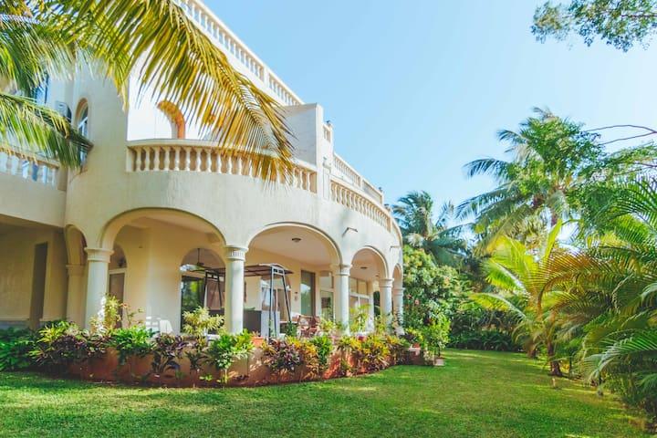 4-bedroom Fully Serviced Terrace Pool Villa
