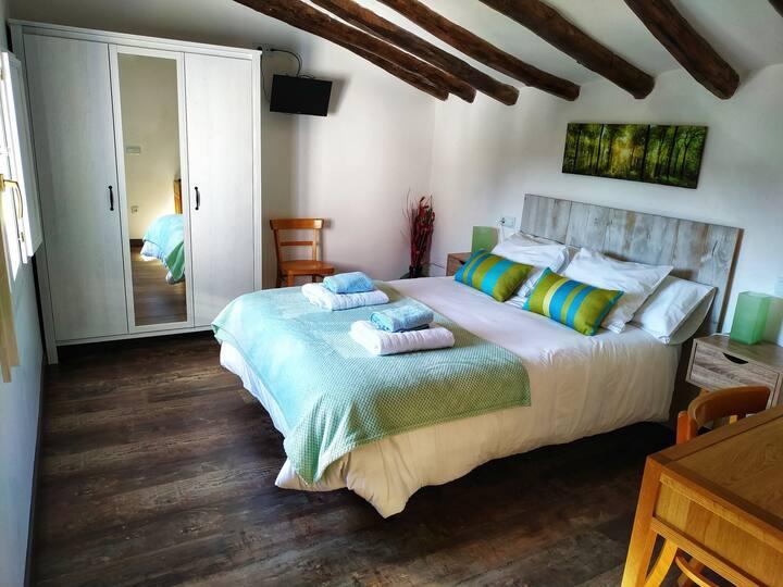 Habitación doble alto  confort con baño privado.