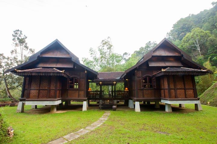 Villa Lata Timur at Puncak Rimba