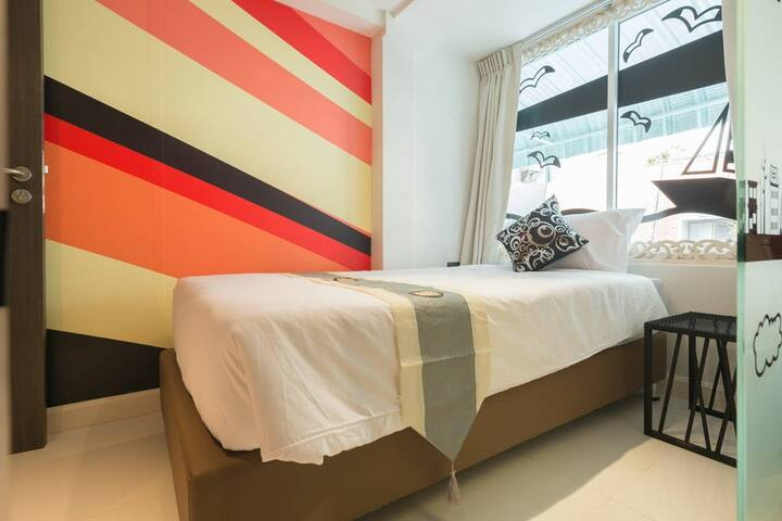 Stylish Single room near Tong lo Station Sukhumwit