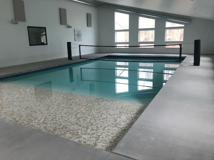 Complete Privacy! - Indoor pool & gym!