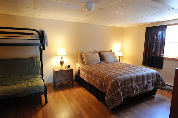 Bedroom with queen bed and full size futon and cable TV