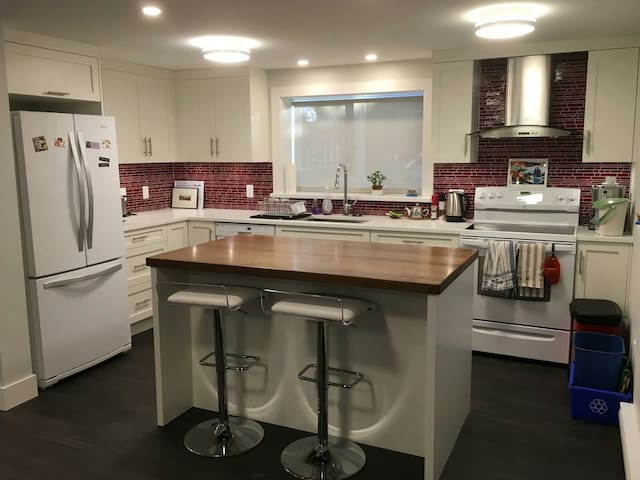Perfect for mountain, city or sea - North Vancouver - Apartment