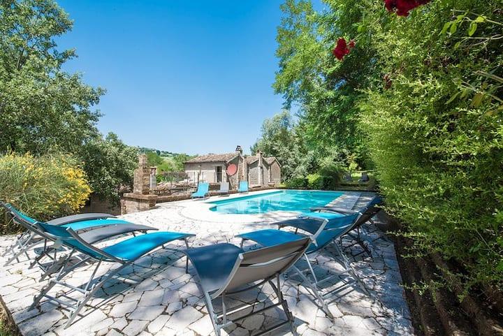 Villa Con Piscina Immersa nel Cuore dei Sibillini