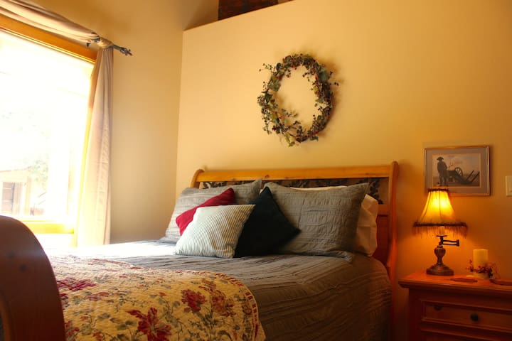 Bedroom #2 of 4 :: Bristol Mountain Home B&B