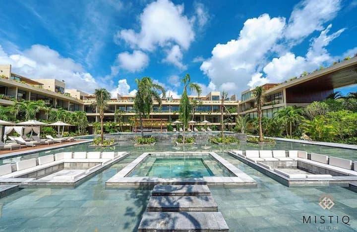 Luxury 1BR  Suite l Jacuzzi l pool l GYM
