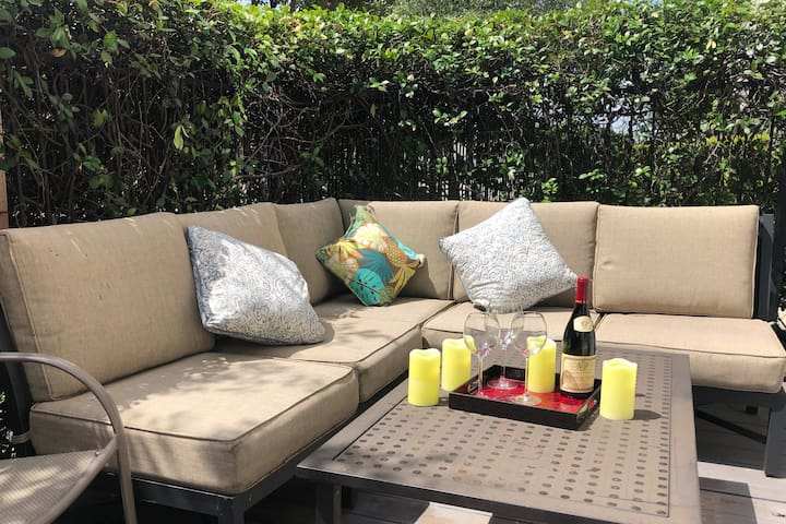★Couples/Groups★Walk Downtown★PrivatePatio★3BD3.5B