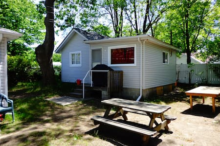 Biermans Cottage Company - Cottage 3 - Wasaga Beach