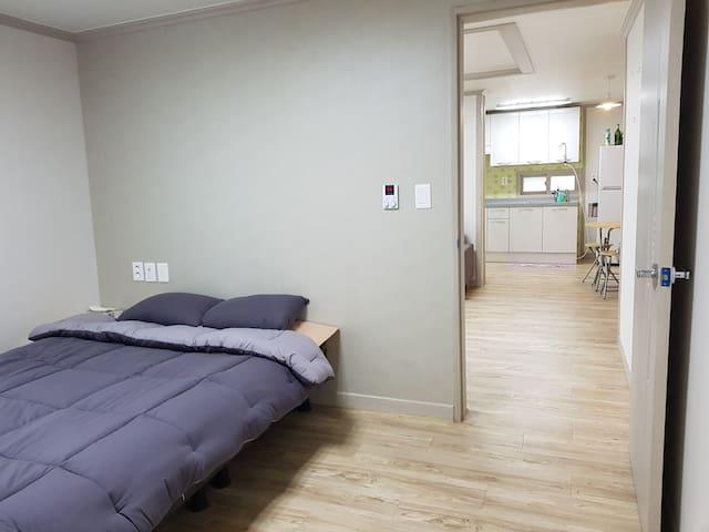 한적하고 넓은 투룸 전체 / Spacious and quiet two-room apt