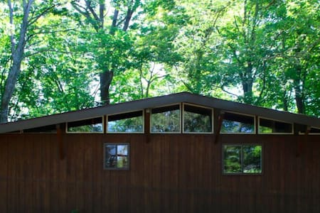 Brushcreek Retreat - Adams County Cabin