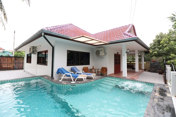 Easy House with Private  Swimming Pool Center